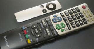 AQUOSのリモコンとApple TVのリモコン